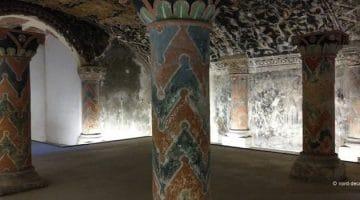 les chapiteaux peints de la crypte romane de la basilique de Boulogne-sur-Mer